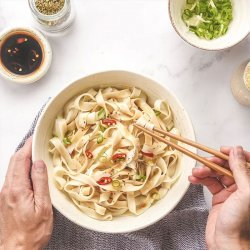 FN12 Flat Noodle with Chili sauce 500g